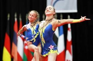 www.akrobastisch.de BU akrobastisch 1 Camille Herrmann und Lilly Kutta
