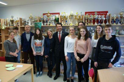 Meet US: Amerikanischer Generalkonsul Yoneoka unterhielt sich mit Sportgymnasiasten